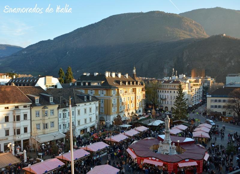 Mercadillo navidad en Plaza Walther, Bolzano.