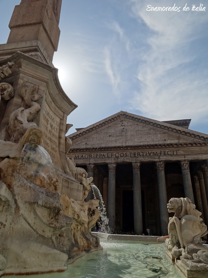 La fuente delante del Panteón de Roma.