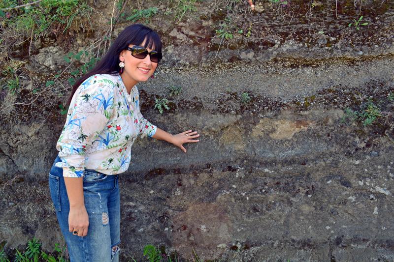 Elena Fucci y el suelo del Monte Vulture.
