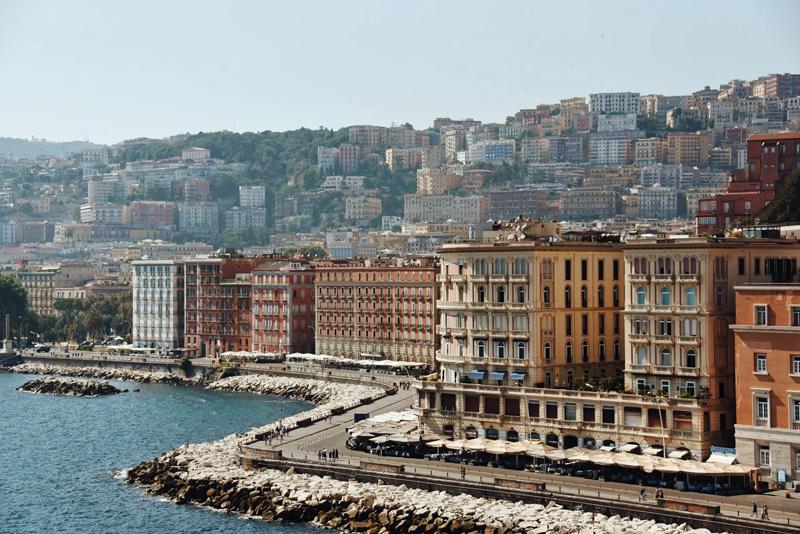 Nápoles en 48 horas. Via Partenope.